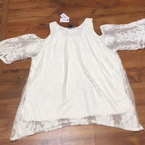NWT Lace cold shoulder top by Chelsea & Theodore